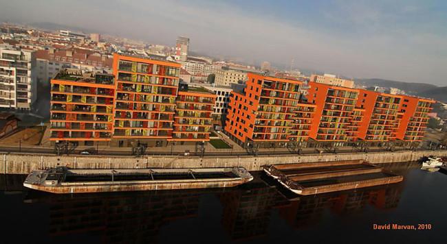 Policie našla viníky popraskané novostavby Prague Marina