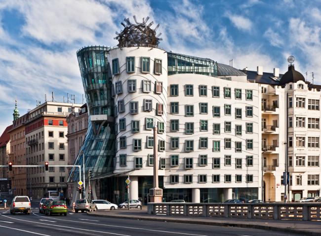 Známý Tančící dům v Novém Městě na Praze 2 byl prodán za 360 miliónů korun