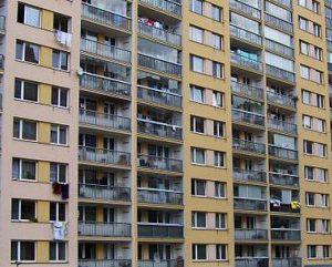 Privatizace téměř 4 000 pražských bytů bude pokračovat