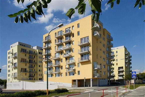 Developeři v Praze postaví letos více nových bytů