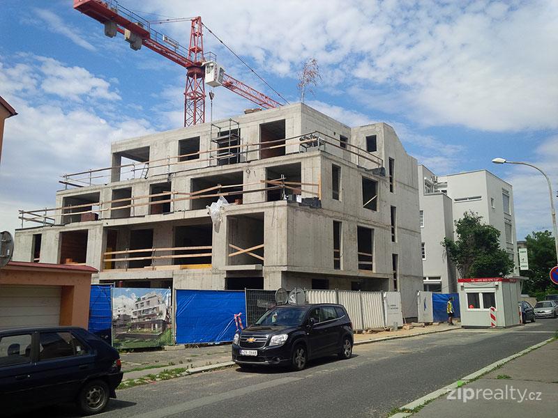 Fotografie z výstavby Rezidence Nad Ostrovem